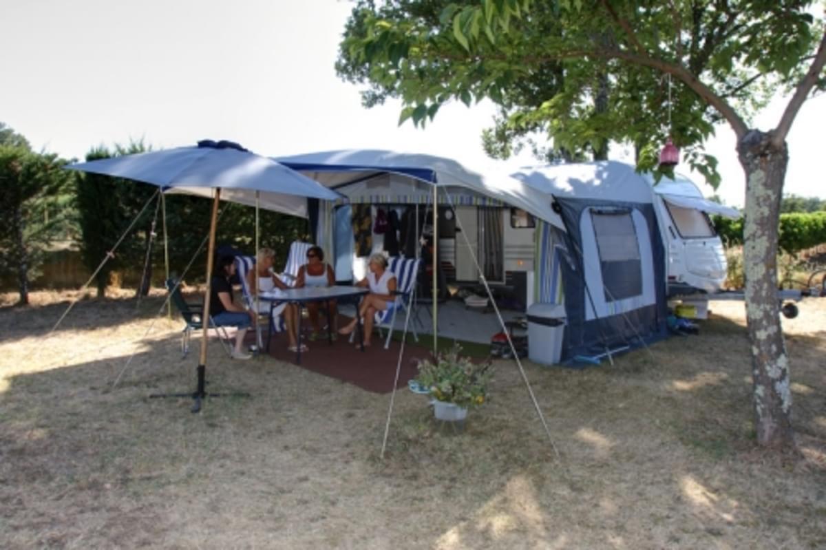 Camping La Rouvière Les Pins - Photo 1