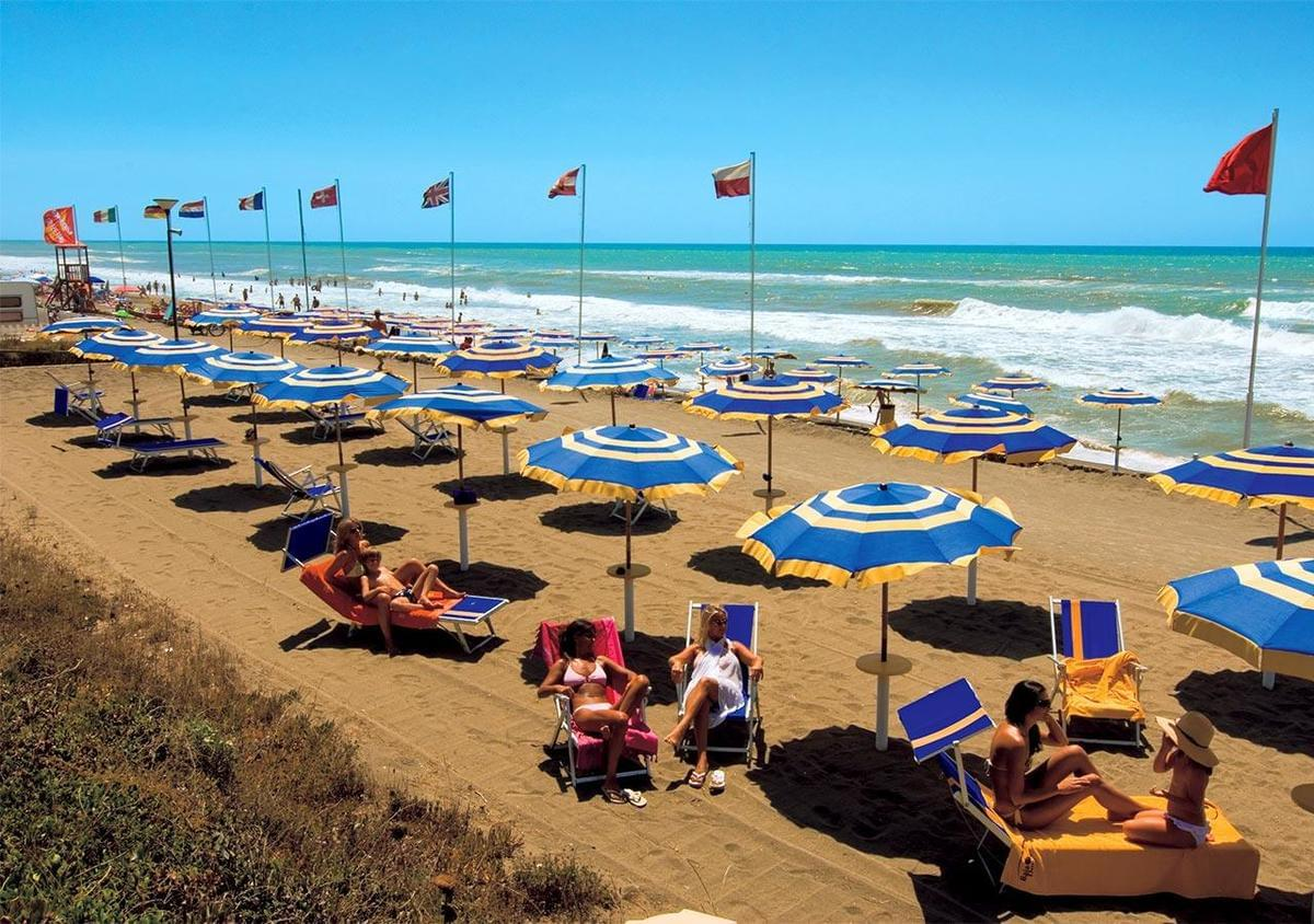Baia Domizia Villaggio Camping - Photo 4