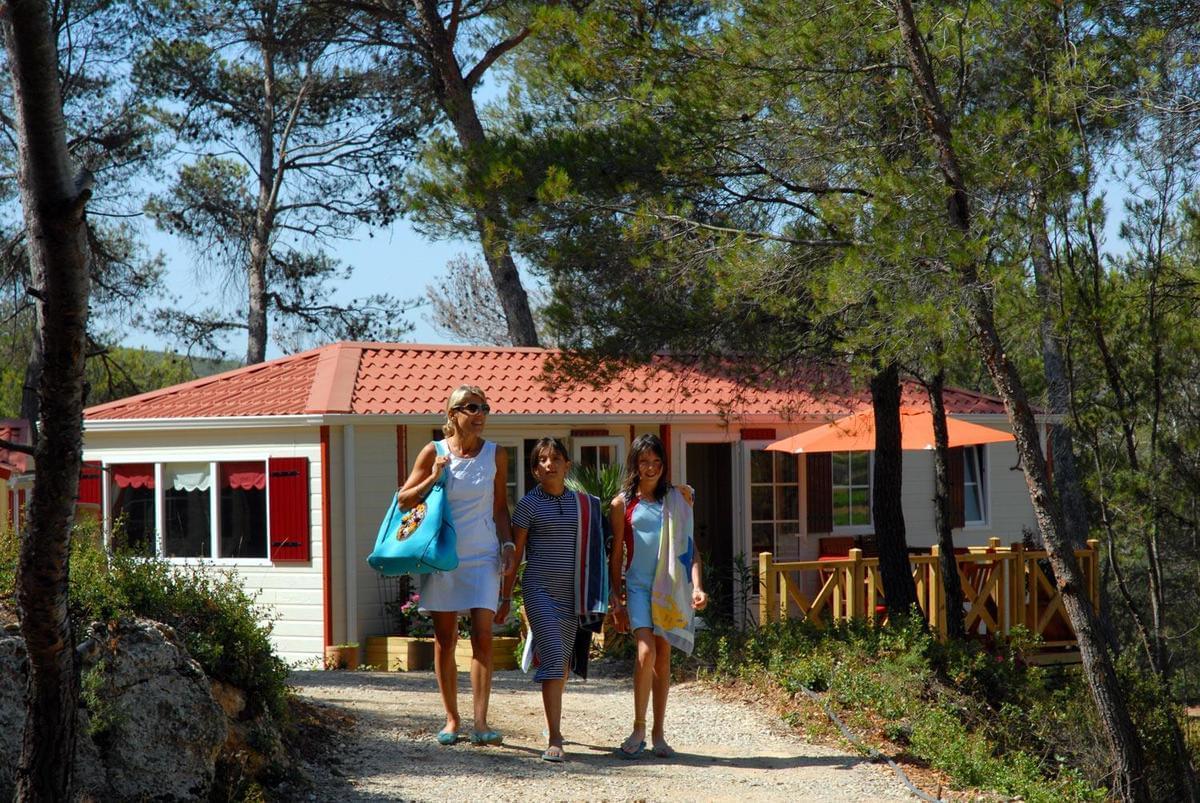 Camping Résidentiel La Pinède - Photo 9