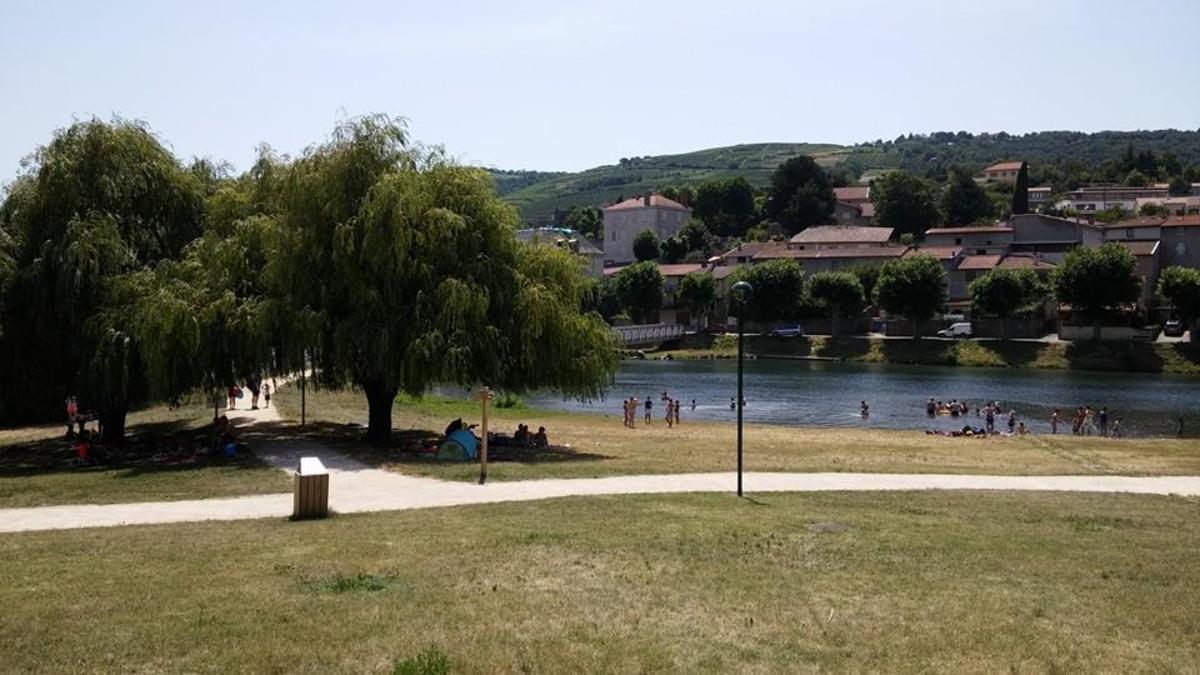 Aire naturelle de Camping La Ferme aux Cerisiers - Photo 11