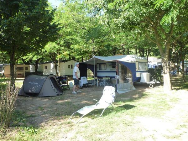 LA BOHEME Camping Hôtel - Photo 8