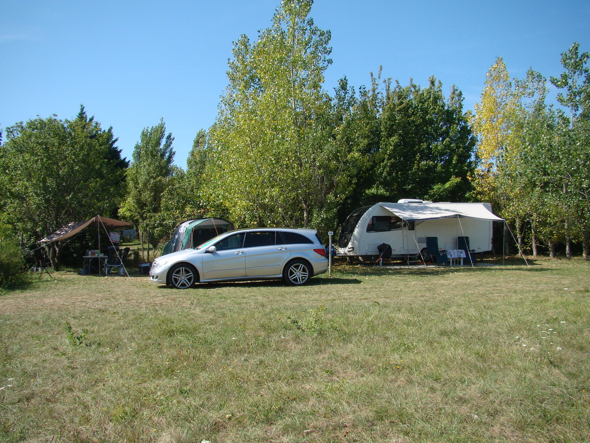 Camping LES GRAVES - Photo 23